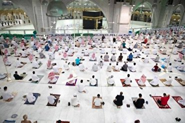 8,000 Worshipers Perform Evening Prayers at Mecca Grand Mosque